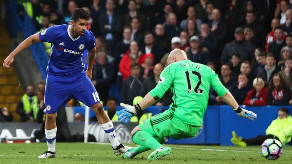 Diego Costa mencetakk gol pertama Chelsea usai menaklukan kiper Brad Guzan