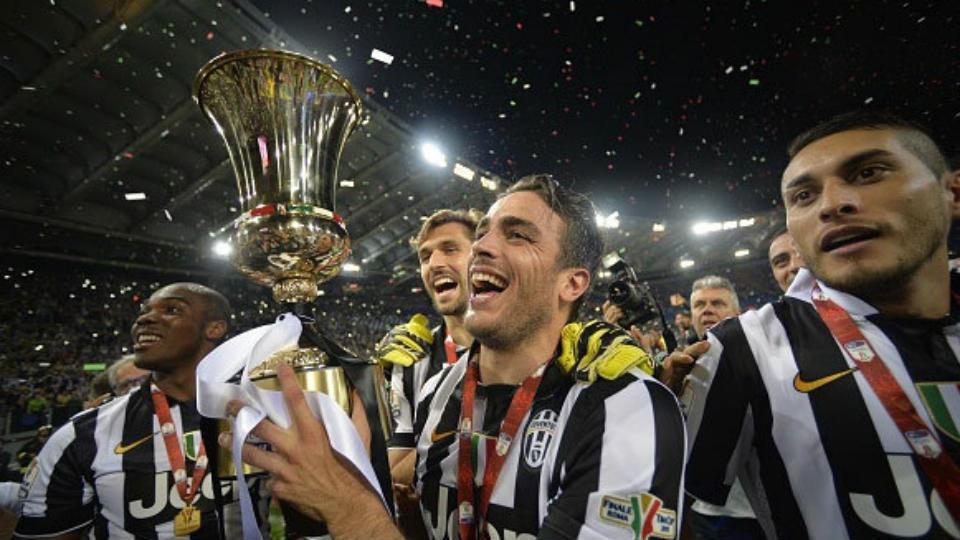Juventus Angkat Trofi Coppa Italia