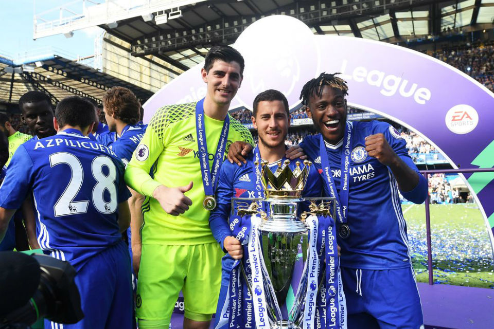 Courtois, Hazard dan Batsuayi yang mengekspresikan kegembiraannya atas kesuksesan Chelsea musim ini